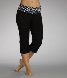 All eyes will be on Mom in these super-stylish capris. The wide waistband features a pop of color and playful pattern that promise a no-pinch fit and figure-flattering look. Health Guru, Health Trends, Women Legs, Fit Women, Womens Health Magazine, Pregnancy Health, Women Lifestyle, Healthy Women, Capri Pants