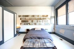 Loft in Asheville, United States. Let yourself melt into the delectable décor of the French Industrial Chic Loft. She will take you in and warm your spirit, offering a languid journey for the aesthetic senses. Nostalgia and inspiration come together in this coveted loft.  Have you...
