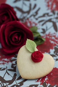 single red rose shortbread