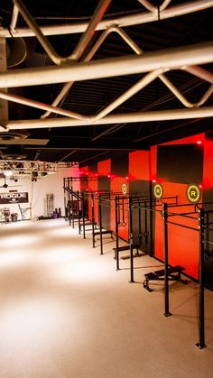 The New Era Of Gym Design - fitnesscenterdesigndotcom Home Gym Set, Gym Architecture, Dream Gym, Gym Lighting, Crossfit Box, Diy Locker, Studio Build, Gym Interior, Home Gym Design