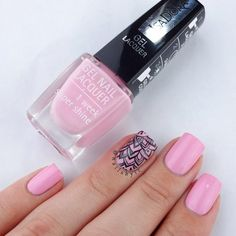 Mix pink shades with bohemian pattern for a chic & trendy summer look! #chic #nails #isadora #trend #nailart