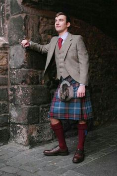 University of Edinburgh tartan Tweed Outfit . Available exclusively from Gordon Nicolson Kiltmakers www.nicolsonkiltmakers.com #madebyGNK #madeinscotland #GNKfamily