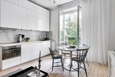 Ingemarsgatan 3B - Erik Olsson fastighetsförmedling Kitchen Interior, Townhouse, Sweet Home, House Design, Living Room, Interior Design, Wall, Inspiration, Furniture