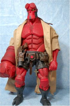 Love the hard edges of this hellboy figure as well as the attached rosary and pouches.