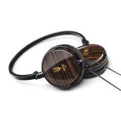 55 Classics by Antonio Meze >> What handsome headphones!
