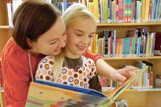 Lukusilta.fi keskittyy antamaan tietoa ja vinkkejä lukemisen siihen vaiheesseen, kun varsinainen lukemaan oppiminen on jo tapahtunut. Sivuston vinkit neuvovat siis eteenpäin tilanteessa, jossa lapsi osaa jo lukea, mutta lukeminen on hidasta, takkuista tai lapsi ei pidä lukemisesta. Learn To Read, Learning, Studying, Teaching, Onderwijs