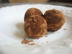 Super Easy Raw Peanut Butter Truffles | www.RaiasRecipes.com