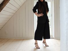all black outfit with culottes perfect for office wear All Black Outfit, Office Wear, Pants, How To Wear, Outfits, Fashion, Trousers, Outfits Fo, Moda