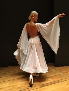 smooth ballroom gown sleeves, so graceful and elegant.