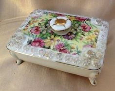 Vintage Porcelain Boxes | Vintage-Antique-Porcelain-jewelry-Trinket-Tilso-footed-box