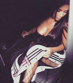 Kim Kardashian Lifestyle love the pants Kim Kardashian, Kardashian Family, Kim K Style, My Style, Future Life, Yeezy, Kendall Jenner Outfits, Fashion Killa, Ootd Fashion