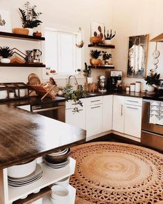 In love with this kitchen design and the combinations of color & materials. - In love with this kitchen design and the combinations of color & materials. 📷Reposted from - Boho Kitchen, Home Decor Kitchen, Interior Design Kitchen, Home Kitchens, Room Interior, Kitchen Rug, Kitchen Backsplash, Kitchen Sink, Küchen Design