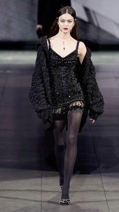 Couture Fashion, Runway Fashion, Fashion Show, Fashion Design, 2000s Fashion, Vogue Fashion, Stage Outfits, Mode Outfits, Fashion Outfits