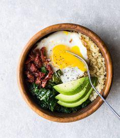 Quinoa, kale, egg, avocado, and sun dried tomatoes! Quinoa Breakfast Bowl, Healthy Breakfast Recipes, Healthy Recipes, Healthy Food, Sun Dried, Tasty Dishes, Kale, Avocado, Ethnic Recipes