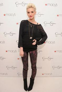 Ashlee Simpson Photo - Jessica And Ashlee Simpson Visit Macy's South Coast Plaza