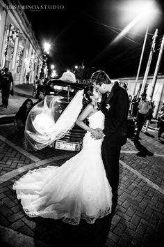 Wedding photo Wedding Photoshoot, Dress Wedding, Wedding Ceremony, Wedding Flowers, Elegant Bride, Beautiful Bride, Maids, Wedding Portraits, Luxury Wedding