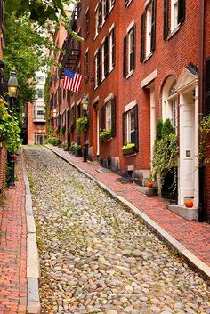 Acorn street in Beacon Hill, Boston, MA - This street is from 1820s:historical, narrow, paved with little stone...beautiful!!!