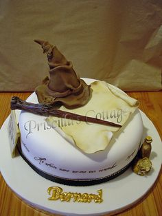Harry Potter Wizard Theme Cake by Lisa's Cake Creations Bolo Harry Potter, Gateau Harry Potter, Harry Potter Birthday Cake, Theme Harry Potter, Harry Potter Wizard, Harry Potter Food, Crazy Cakes, Fancy Cakes, Bolo Cake