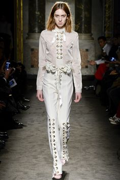 See the complete Francesco Scognamiglio Fall 2016 Ready-to-Wear collection.