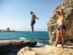 Raggazzi Cliffdivers II · Grotta della Poesia, Rocha Vecchia · Giro di Puglia