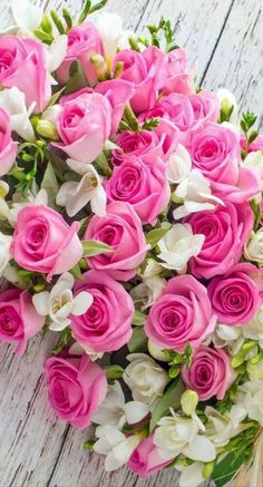 New Birthday Flowers Bouquet Beautiful Roses 21 Ideas Beautiful Rose Flowers, Beautiful Flower Arrangements, All Flowers, Flowers Nature, Amazing Flowers, Purple Flowers, Pink Roses, Pink Purple, Purple Plants