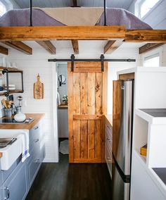 Remarkable Unique Tiny Home Design Ideas More from my Unique and Fresh Small Kitchen Design IdeasSublime Unique Ideas: Industrial Design Rendering, appartement industriel. Modern Tiny House, Tiny House Living, Tiny House Plans, Tiny House Design, Cottage Design, Tiny House Bathroom, Bathroom Modern, Kitchen Modern, Loft Bathroom