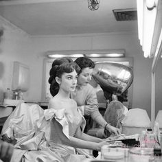 Behind the scenes photos of Audrey Hepburn and husband Mel Ferrer before going in front of a live television audience for their performance of Mayerling, February Mayerling featuring Audrey. Bette Davis, Golden Age Of Hollywood, Vintage Hollywood, Hollywood Glamour, Classic Hollywood, Sabrina 1954, Star Wars, My Fair Lady, British Actresses