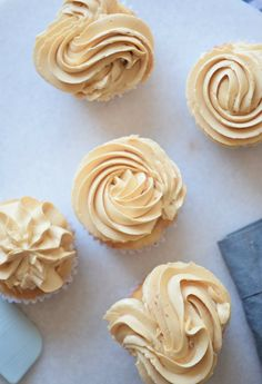 This Salted Caramel Frosting is really creamy and fluffy and so delicious! Great frosting recipe for cupcakes Cake Frosting Recipe, Canned Frosting, Icing Frosting, Cake Icing, Frosting Recipes, Cupcake Recipes, Cupcake Cakes, Dessert Recipes, Cup Cakes