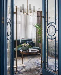 What an entrance 💙 Loving this design by Alena Vlasovoj picture via ELLE Decoration Russia Photo by Ольга Мелекесцева . Patio Interior, Interior Door, Interior Design Living Room, Interior Decorating, Foto Baby, Victorian Architecture, Interior Architecture, Internal Doors, Classic House