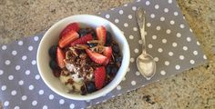 This Nut Granola recipe is low-carb, gluten-free a quick breakfast option in the mornings. Dairy Free Recipes, Low Carb Recipes, Cooking Recipes, Healthy Recipes, Gluten Free, Healthy Breakfasts, Yummy Recipes, Tim Noakes Diet, Nut Granola Recipe