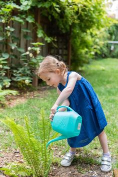 Little ones make observations, experiment, and draw conclusions all on their own. These are foundations of STEM learning, and this is how it starts. Activities For 2 Year Olds, What Activities, Montessori Activities, Toddler Activities, Stem Learning, Kids Learning, How Plants Grow, Sink Or Float, Shape Sort