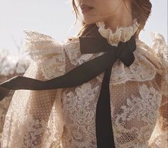 Makeuphall: The Internet`s best makeup, fashion and beauty pics are here. Classy Aesthetic, Aesthetic Clothes, Crown Aesthetic, Aesthetic Vintage, Vestidos Vintage, Vintage Dresses, Mode Outfits, Fashion Outfits, Kleidung Design