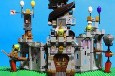 Angry Birds LEGO set featured in this video: King Pig's Castle King Pig has hidden the eggs at the top of his 🏰 castle but Angry Bird Red and Mighty Eagle ar. Lego Duplo Sets, Frozen Sisters, Disney Princess Frozen, Lego Toys, Angry Birds, Pigs, Eagle, Red, Pork