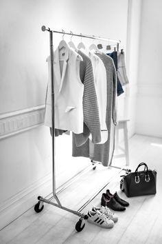 7 Principles for Decluttering Your Life - Beige Renegade Minimalist Closet, Minimalist Interior, Minimalist Living, Wardrobe Closet, Closet Space, Capsule Wardrobe, Chic Minimalista, Declutter Your Life, Minimal Fashion
