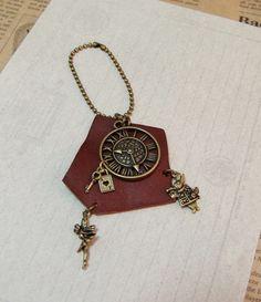 アンティーク時計とウサギ、妖精モチーフのバッグチャーム