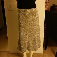 """Grey black and white skirt. Tricosa Skirt; 57% Viscose and 63% Acetate/20% Polyester...has doublure-lining. Missing label weight 15""""...see last pic. Tricosa  Skirts"""