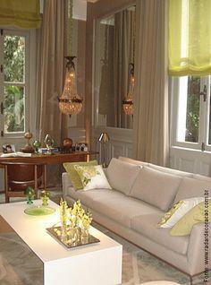 This is gorgeous. Live the neutral colours, wooden desk & splashes of lemon.