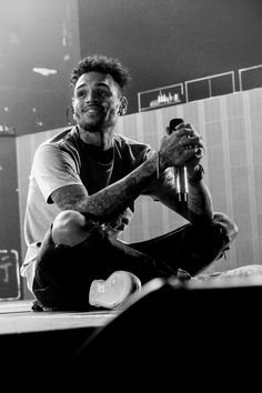 Chris Brown Art, Chris Brown Videos, Chris Brown Pictures, Chris Brown Style, Breezy Chris Brown, Black And White Aesthetic, Brown Aesthetic, Chris Brown Photoshoot, Chris Brown Outfits