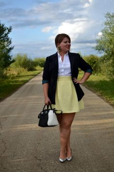 I need a yellow skirt like this!
