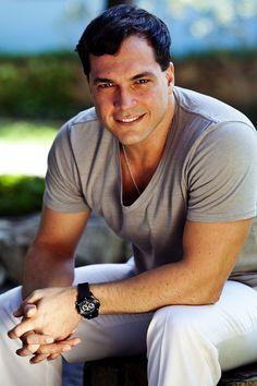 Por Dentro... em Rosa: Daniel Boaventura canta sucessos