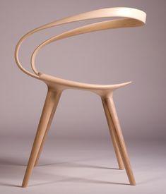 Bij deze stoel lijkt de boven- of onderkant te zijn omgedraaid, wat een opmerkelijk plaatje creëert. Er zou wellicht op gezeten kunnen worden maar comfortabel is anders. Daarom vervalt de functie als stoel.  http://www.janwaterston.co.uk/velo-chair-gallery