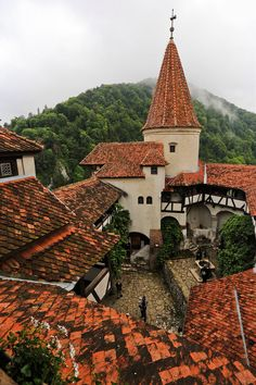 Incredibly Sublime Places to Travel to this Winter Bran Castle, Romania (by hao yang) Tengo que ir...