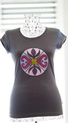 Handmade painted t-shirt with mandala pattern. Painted Clothes, Mandala Pattern, Fashion Art, Handmade, T Shirt, Fabrics, Supreme T Shirt, Hand Made, Tee Shirt