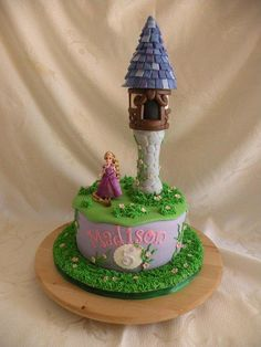 Tangled tower and cupcakes - Cake by Teresa Cunha