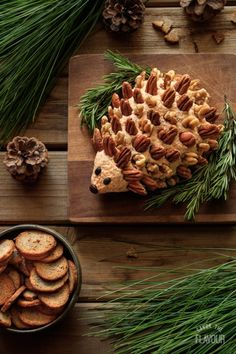 Crowd pleasing woodland hedgehog cheese ball is the perfect appetizer for a Christmas party, Thanksgiving, baby shower, woodland party, or first birthday. It contains both cream cheese and cheddar cheese and a strong onion and garlic flavor. Get this easy Woodland Party, Woodland Theme, Woodland Cake, Comida Para Baby Shower, Vegetarian Snacks, Vegetarian Cheese, Cheese Ball Recipes, Baby Shower Themes, Baby Shower Recipes
