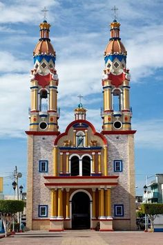 Architecture - Places of Worship - Edifices Religieux - Colorful Church , Paraiso Tabasco , Mexico Architecture Baroque, Beautiful Architecture, Beautiful Buildings, Beautiful Places, Church Architecture, San Marcos Evangelista, Tabasco Mexico, Places Around The World, Around The Worlds