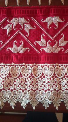 Toalha de lavabo em Ponto reto,  vermelha com Palha.