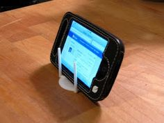 Pizza Box Support as iPhone Holder