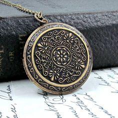 Vintage Style Locket Necklace #necklace #jewelry #locket #rustic