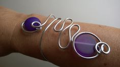 Aluminium wire bracelet Purple wrapped by LesBijouxLibellule Wire Wrapped Jewelry, Wire Jewelry, Jewelry Box, Jewelry Making, Purple Necklace, Purple Jewelry, Wire Bracelets, Ankle Bracelets, Modern Jewelry
